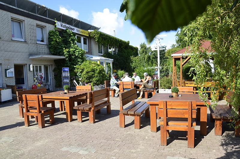 Wattenlöper Camping Cuxhaven, Biergarten, Infothek und Minimarkt